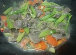 鸭胗炒芹菜