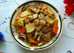 土豆炒香菇肉片