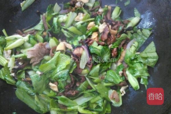 翻炒均匀,煮一会。锅中水不要煮干。