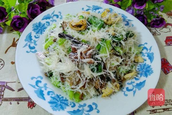炒兴化米粉。莆田宴席上必不可少的一道美食。