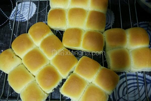 炼乳杏仁奶香小餐包