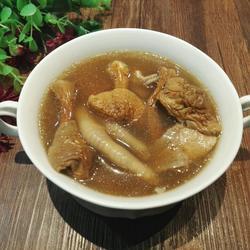 姬松茸凤爪汤