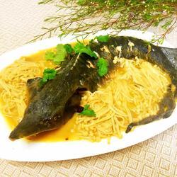金针菇烧鲟鱼