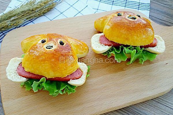小狗啃骨头汉堡