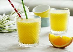 鲜榨蜜梨香橙汁