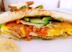 金枪鱼鸡蛋三明治
