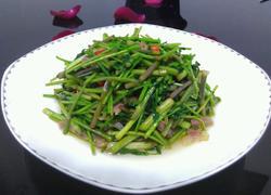 野芹菜炒香肠