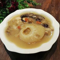 石斛海马鱼翅汤