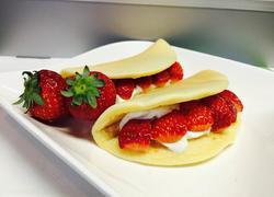 草莓夹心松软荷苞饼