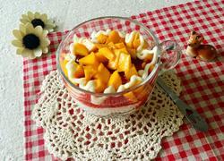 芒果麦片酸奶杯