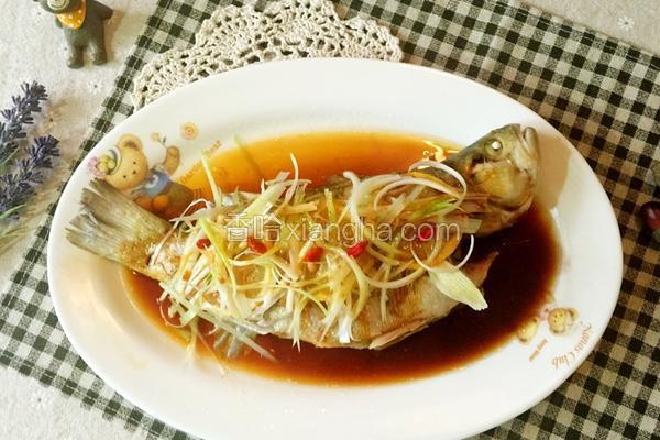 柠香清蒸鲈鱼