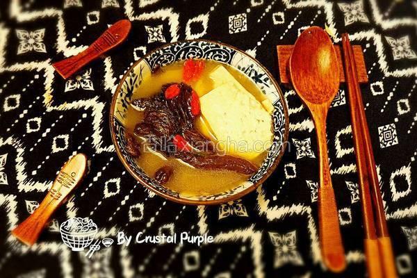 野蘑菇鲫鱼豆腐汤