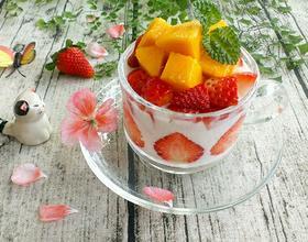 芒果草莓酸奶杯[图]