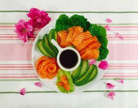 三文鱼牛油果沙拉[图]