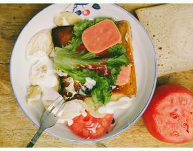土司鸡蛋沙拉早餐