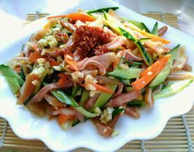 红油黄瓜拌耳丝[图]