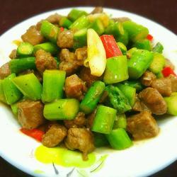 蚝油芦笋牛肉粒的做法[图]