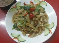 鸡蛋蔬菜炒河粉