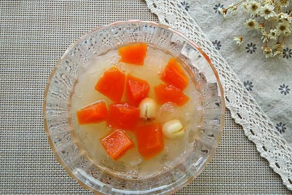木瓜银耳莲子汤