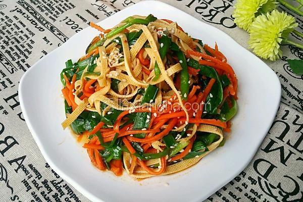 凉拌豆腐皮韭菜
