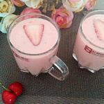 西瓜草莓奶昔