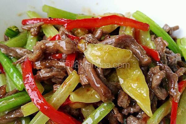 芹菜野山椒炒牛肉