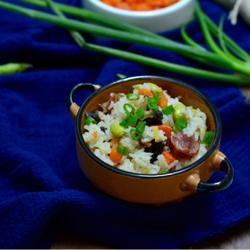 腊肠胡萝卜香菇焖饭