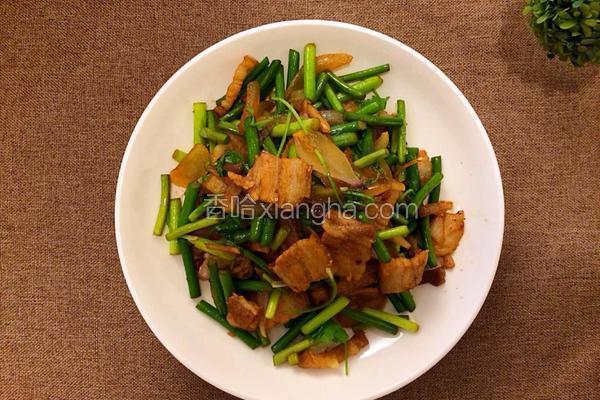 五花肉炒蒜苔