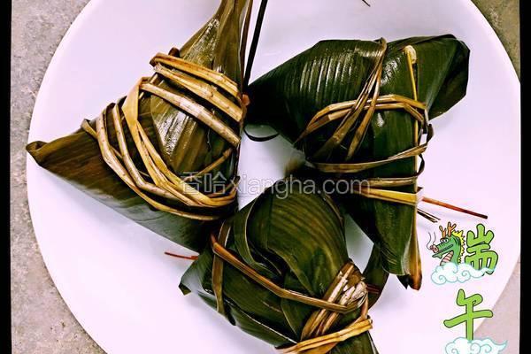 桂圆红枣葡萄干三角粽