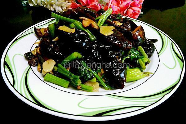 香菇黑木耳炒芹菜(降血压的菜)