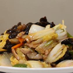 白菜木耳炒肉的做法[图]