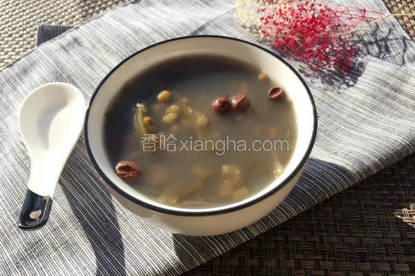 山黄皮煲绿豆海带汤