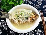 萝卜丝鲫鱼汤的做法[图]