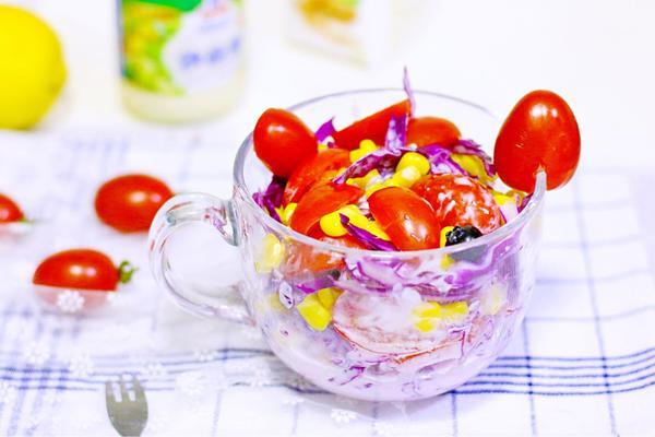 圣女果果蔬沙拉