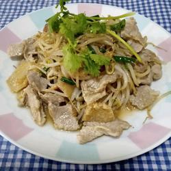 绿豆芽炒肉片(猪油膏版)