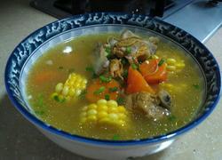 胡萝卜玉米虫草花肉骨头汤
