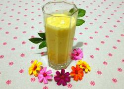 鲜榨芒果酸奶汁