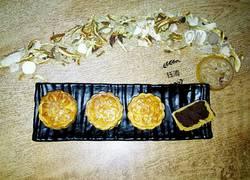 金黄红豆沙月饼