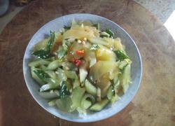 开胃黄瓜拌凉皮