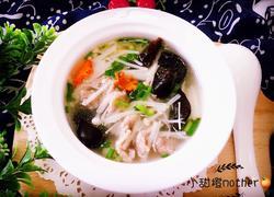 金针菇木耳肉片汤