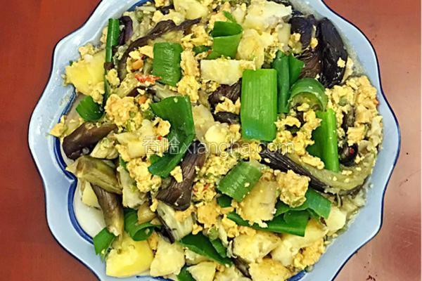农家菜辣椒鸡蛋焖子(也叫鸡蛋酱)拌茄子土豆