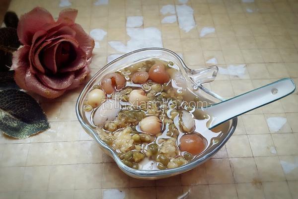绿豆莲子百合桂圆粥