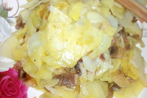 土豆炒腊肉