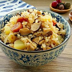 香菇腊肠土豆焖饭