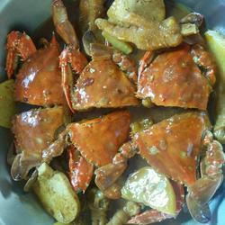 酱香鸡爪蟹肉煲