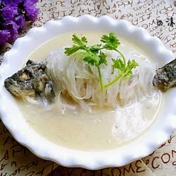 白萝卜丝煮鱼
