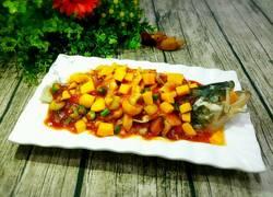 果粒浇汁鲈鱼