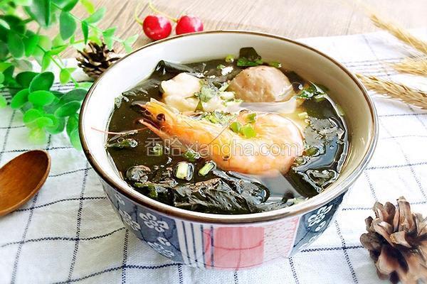 裙带菜汆丸子汤