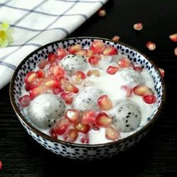 石榴火龙果酸奶沙拉