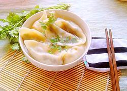 韭菜鸡蛋木耳火腿饺子